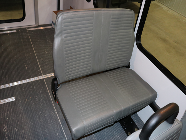 31301 SEAT, 3- STEP FOLDAWAY (STREET SIDE)