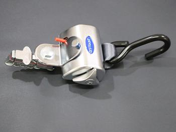 Q8-6201-L SINGLE, SEMI-AUTO QRT STANDARD RETRACTOR, W/L-TRACK FITTING